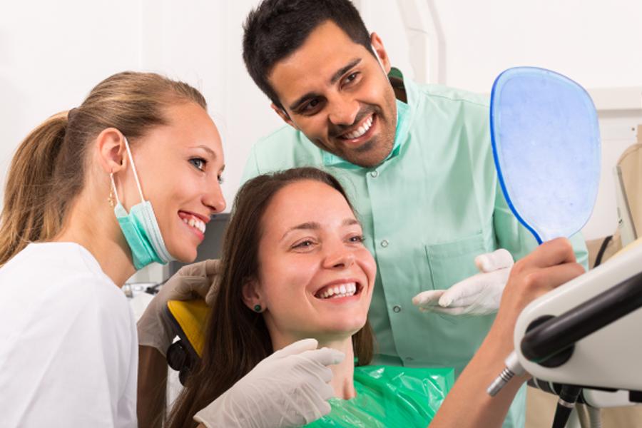 trabajar-en-una-consulta-dental